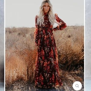 ISO! WEEPING WILLOW PLEATED CUTOUT MAXI DRESS